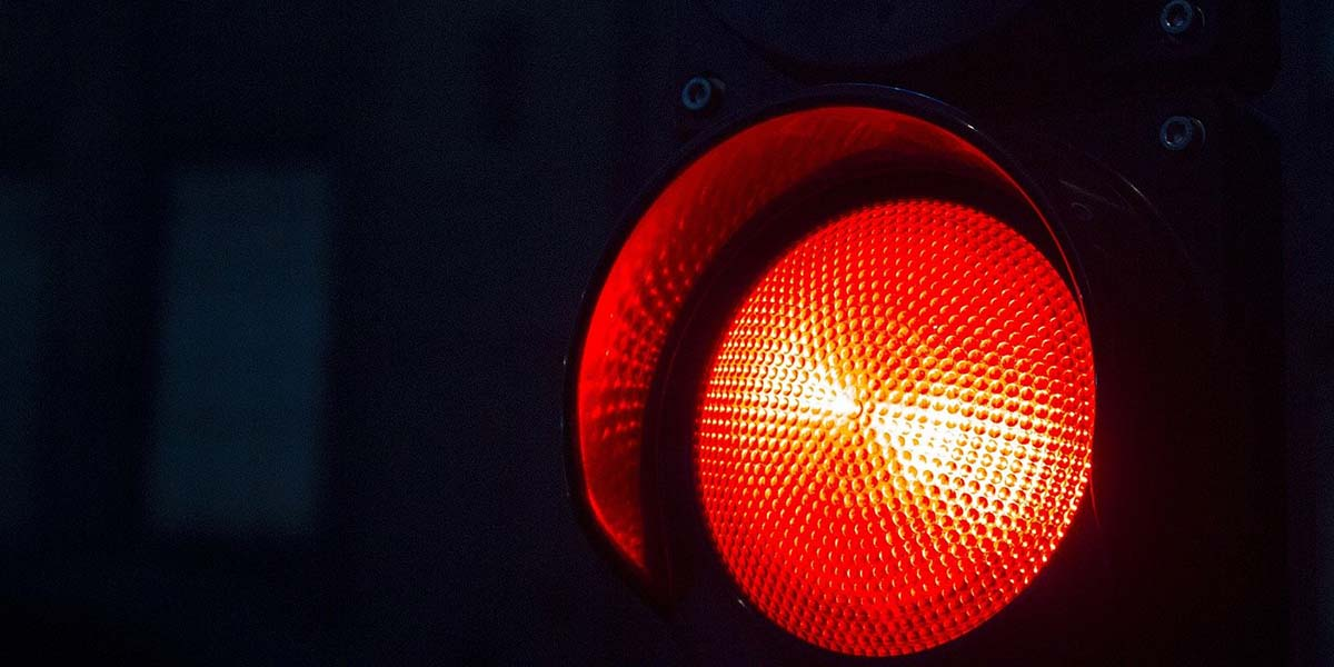 Rött trafikljus - en symbol för hur många it-kvinnor skräms bort i jobbannonser